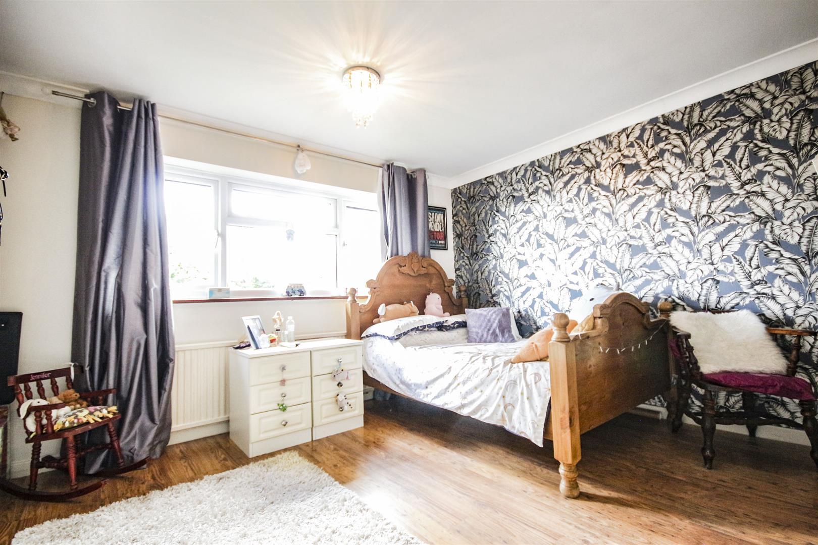 4 Bedroom Detached House For Sale - _._8.jpg